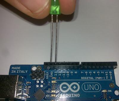 Primer proyecto hardware con Arduino UNO, encender un LED
