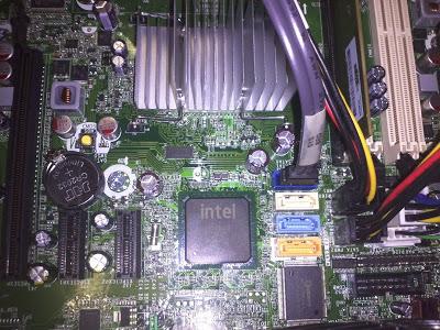 Conexión física de disco duro SATA a placa base de PC